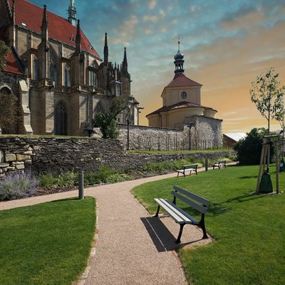City Walls, Outer Bailey Gardens and Former Graveyard
